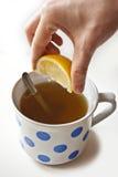 Cytryny herbata w rocznik filiżance Obraz Royalty Free
