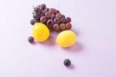Cytryny i winogrono Zdjęcie Stock