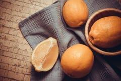 Cytryny na korkowym tle Zdjęcie Royalty Free