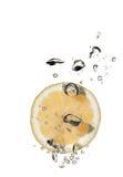 cytryny napijemy się wody. Zdjęcie Royalty Free