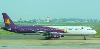 Cywilni samoloty parkuje przy Dębnym syna Nhat lotniskiem międzynarodowym Zdjęcia Royalty Free