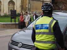cywilny egzekwowanie oficer przy pracą w Cambridge obrazy royalty free