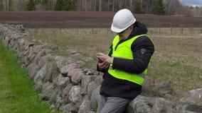 Cywilny inżynier bierze obrazki przy miejscem dokąd nowej budowy miejsce zbiory