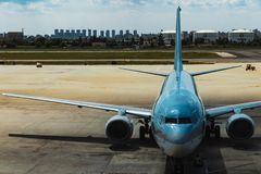 Cywilny samolot w lotnisku obrazy royalty free