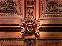 cyzelowania daemon twarzy średniowieczny drewno obraz stock