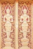 Cyzelowania drewno drzwi przy świątynią w Chiang Mai Tajlandia zdjęcie stock