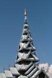 Cyzelowanie pagoda z niebieskiego nieba tłem. Zdjęcia Royalty Free