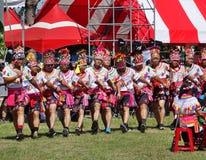 Członkowie Amis plemię w Tradycyjnych kostiumach obrazy stock