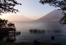 Czółna na Jeziornym Atitlan Gwatemala obraz stock