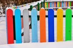 Część Colourful pionowo drewniany ogrodzenie Obraz Stock
