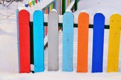 Część Colourful pionowo drewniany ogrodzenie Fotografia Royalty Free