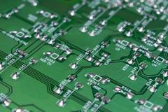 Część elektronicznego obwodu deska z elektronicznymi składnikami i microcircuit fotografia royalty free