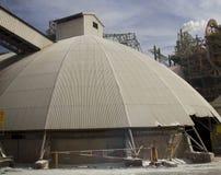Część fabryka chemikaliów z dymienie drymbą Zdjęcia Stock