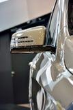 Część i lustro luksusowy sedan Obrazy Stock