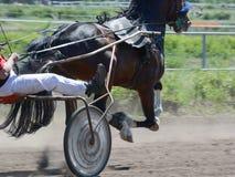 Część koński kłusaka traken na mylnym ruchu Nicielnica wyścigi konny w szczegółach zdjęcia stock