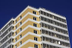 Część kolor żółty - biały kondygnacja budynek Zdjęcie Stock