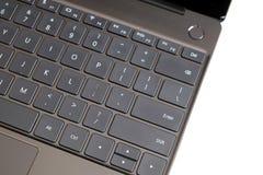 Część laptop klawiatura i touchpad rozpieczętowany laptop na białym odgórnym widoku Obraz Stock