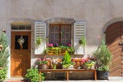 Część piękny dom z kwiatami Obraz Royalty Free
