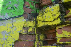 Część rysunkowi graffiti - kolorowy zniszczony ściana z cegieł Zdjęcia Royalty Free