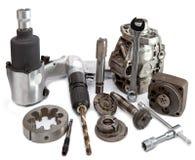 Część samochód i narzędzie dla naprawy na białym tle zdjęcia stock