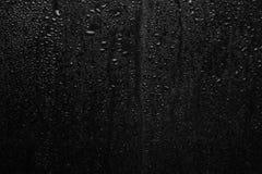 Część serie Tło fotografia deszcz opuszcza na ciemnym szkle, różny rozmiar: mały środek i ampuła Obrazy Royalty Free
