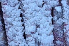 Część sprawa pod białym śniegiem na ulicie Obraz Stock