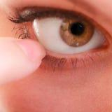 Część twarzy ludzkiego oka bólu cudzoziemski ciało zdjęcie stock