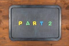 Część 2 tytuł kolorowi piana listy na chalkboard Zdjęcie Royalty Free