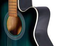 Część zielona i czarna gitara akustyczna, odizolowywająca na bielu Obraz Stock