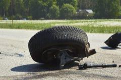 Części samochód po wypadku na drodze zdjęcie royalty free