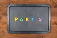 Części 3 tytuł kolorowi piana listy na chalkboard Fotografia Royalty Free