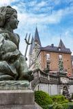 Częściowy w górę aniołeczka z trójzębem i delfinu od Kaskadowego Monumentale w zdroju, Belgia obrazy stock