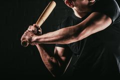 częściowy widok bawić się baseballa z nietoperzem młody sportowiec Fotografia Stock