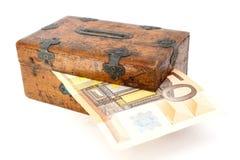 częsciowo drewniany pudełkowaty pieniądze Fotografia Royalty Free