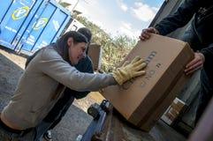 Członkowie i wolontariuszi od BookCycle UK ładunku zbiornik Fotografia Royalty Free