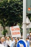 Członkowie Indyczy ` s Alevi społeczności protestować - erdogan jest di Fotografia Royalty Free