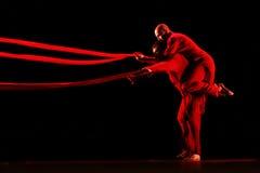 Członkowie Yevgeny Panfilov Baletniczy studio od Perm wykonują Romeo i Juliet podczas IFMC na Listopadzie 22, 2013 w Vitebsk, Był Zdjęcia Stock