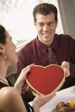 człowiek dać walentynka kobiety zdjęcia stock