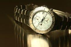 człowiek jest zegarek zdjęcie stock