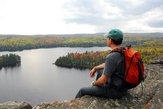 człowiek na szczyt wzgórza Zdjęcie Royalty Free
