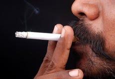 człowiek palić Fotografia Stock