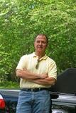 człowiek przeciwko samochodowemu zdjęcia stock