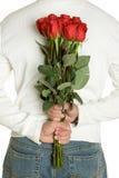 człowiek romantycznych róże Zdjęcia Royalty Free
