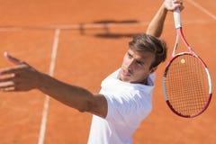 człowiek się młody tenisa Fotografia Stock