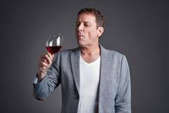 człowiek szkło wina obraz stock