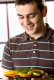 człowiek walcowane sałatkowy uśmiecha się Zdjęcie Stock