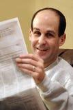 człowiek czytanie gazet Zdjęcie Stock