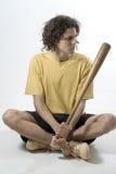 człowiek siedzi kij baseballowy pionowe Fotografia Stock