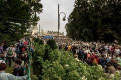 Częstochowski, Polska, Lipiec - 28, 2016: Pielgrzymi czeka ar Obrazy Royalty Free
