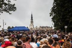 Częstochowski, Polska, Lipiec - 28, 2016: Pielgrzymi czeka ar Zdjęcie Stock